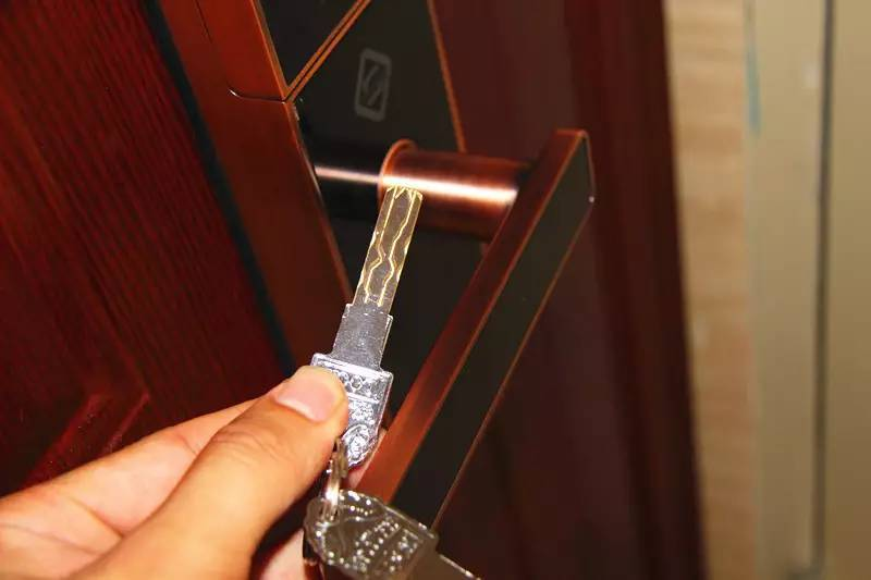 指纹锁电池能用多久 指纹锁没电了怎么办