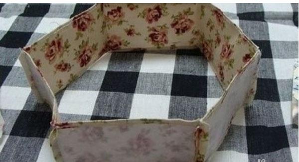 怎么用旧衣服做收纳箱 能不能用旧衣服做一些简单的家居装饰品