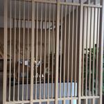 厂家直销旅游区立面改造外墙窗装饰仿木纹铝花格-仿古铝花格网
