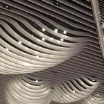 外墙装饰弧形铝方通_木纹波浪形铝方通_防火防潮弧形焊接铝方通