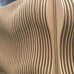 白色弧形外墙铝方通-商场波浪形铝板-木纹造型铝板定制厂家