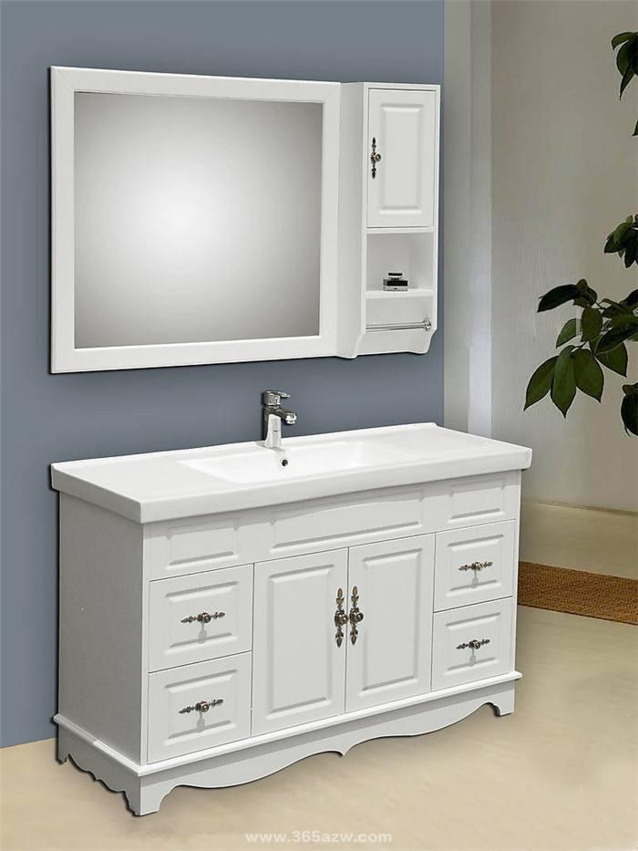 浴室柜材质实木好还是PVC好?