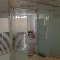 供应测量5-12mm钢化玻璃门、隔断制作安装