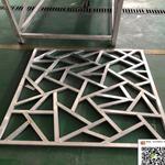 学校木纹铝花格屏风-仿古铝花格子厂家
