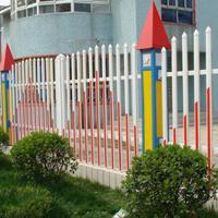 供应PVC围墙护栏学校工厂专项使用PVC围墙护栏成批出售护栏可定制