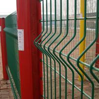 泰州顺天护栏网厂家定做桃形柱双边丝网片护栏