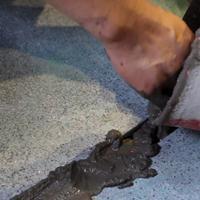 机场道面出现大量2cm裂缝用什么修补料修