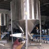 临沂立式搅拌机可配机组实现自动化生产