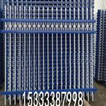 恺嵘草地栅栏篱笆厂家工厂锌钢护栏定做围墙防护栏现货供应