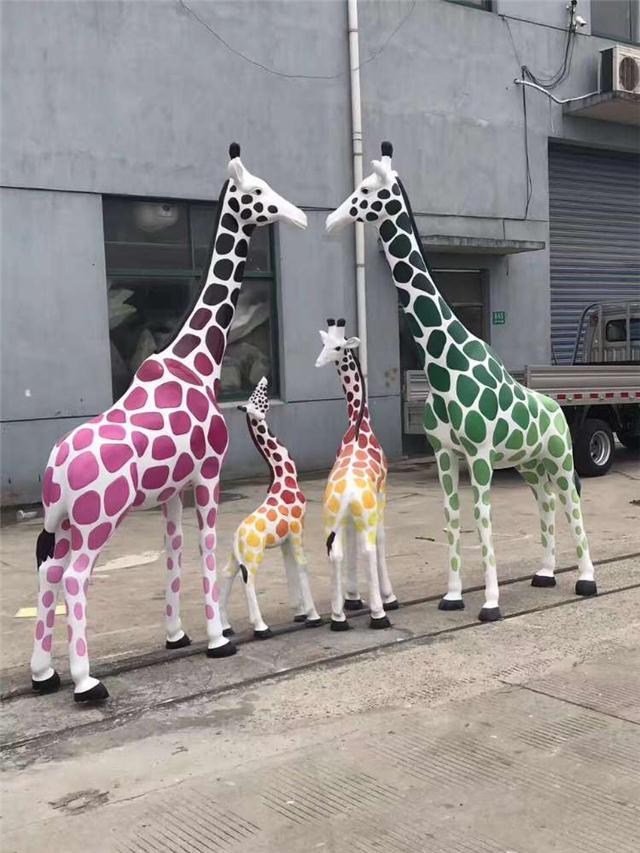 北京长颈梅花鹿雕塑,展览玻璃钢造型,展览道具雕塑