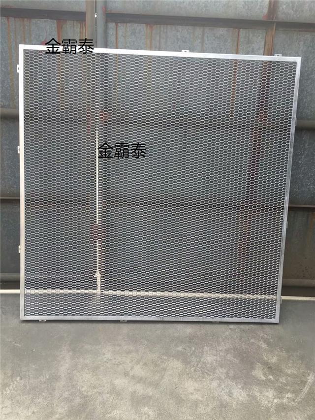 造型铝合金网板吊顶-弧形木纹铝方通