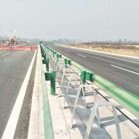 新疆波形梁钢护栏板/防阻块/立柱