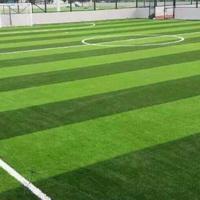 学校足球人造草坪没选好,一不小心成困扰