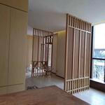 室内装饰仿木纹铝窗花格屏风隔断专业生产厂家