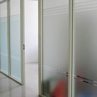 深圳办公室双面玻璃带百叶隔断